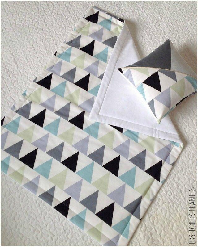 Plaid et coussin triangles bébé-002