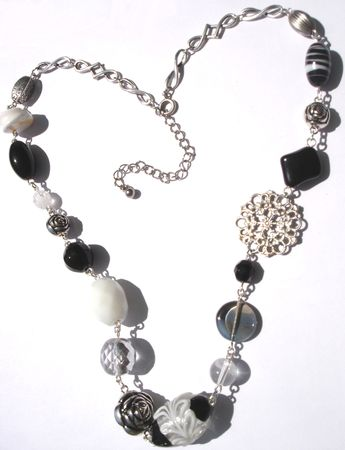 Collier_estampe_noir___blanc