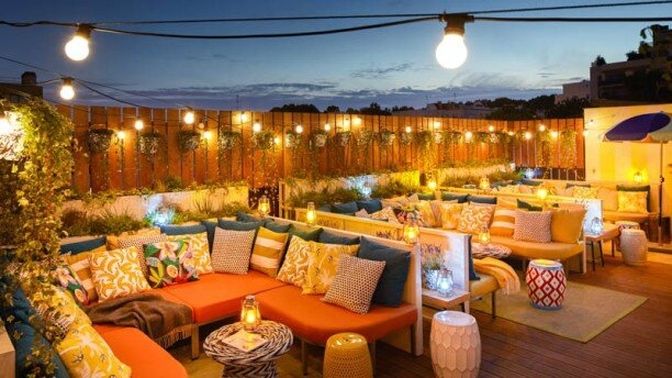 PARIS mama-shelter-paris-terrasse-de-nuit-
