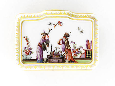 A_Meissen_gold_mounted_snuff_box__circa_1735_403