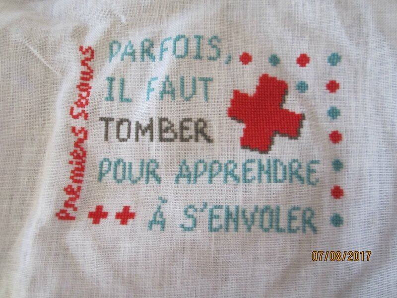 broderie trousse à pharmacie
