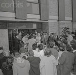 1961_03_05_NEW_YORK_LEAVING_PRESBYTERIAN_HOSPITAL_DM666A