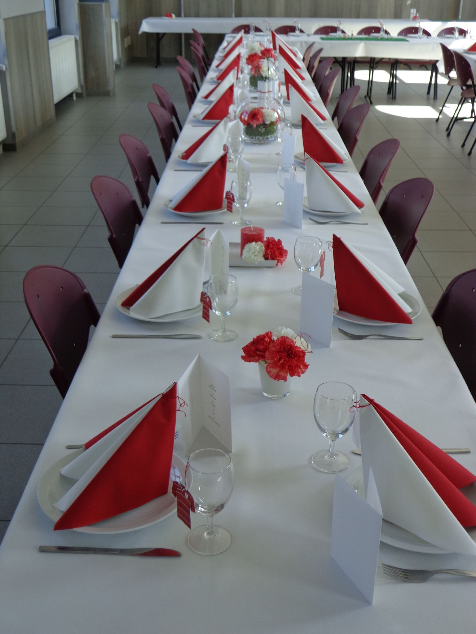 D 233 Co De Table De Communion Rouge Corail Et Blanc