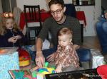 Léon avec le démonstrateur de jouet