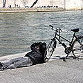dormeur, vlo quai de seine_8885