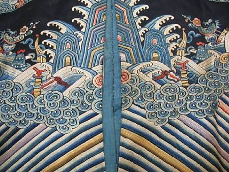 A_Manchu_noblewoman_s_embroidered_midnight_blue_surcoat__longgua_3