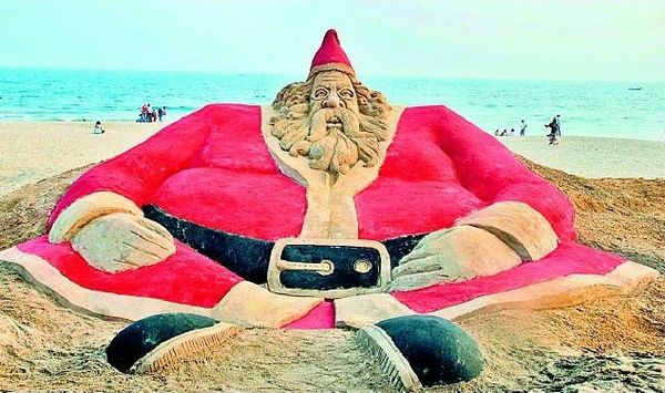 santa_claus_on_beach
