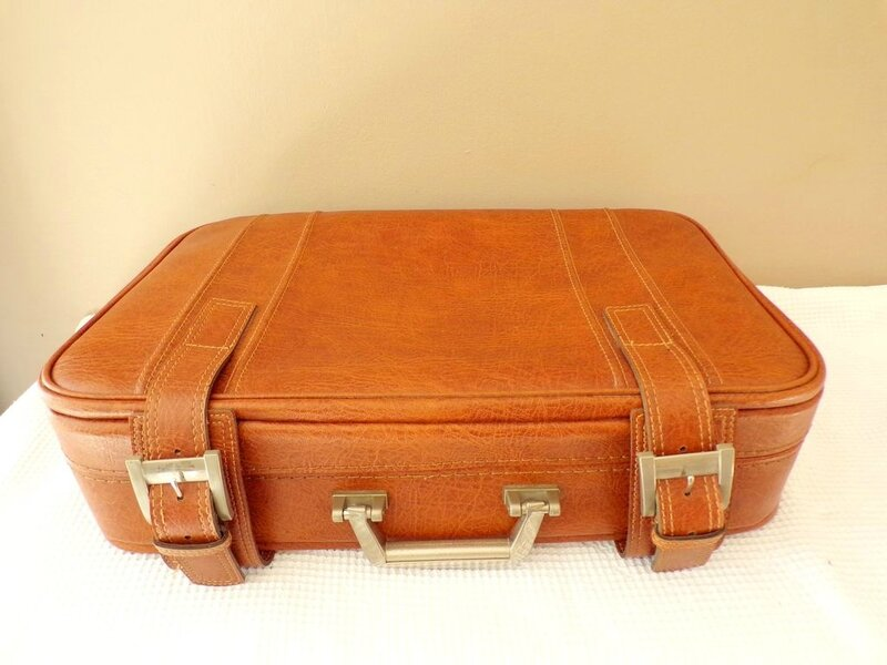 location cérémonie deco valise urne mariage voyage