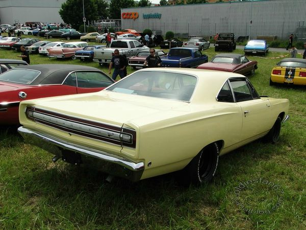 plymouth road runner coupe 1968 b