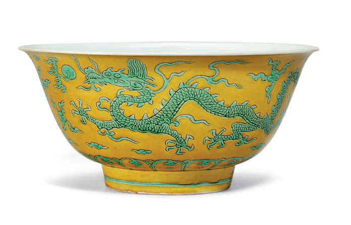 A green and yellow enamelled 'Dragon' bowl