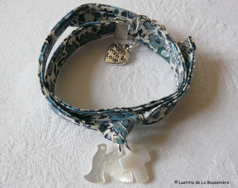 Bracelet double tour colomb en nacre et mini Croix en nacre