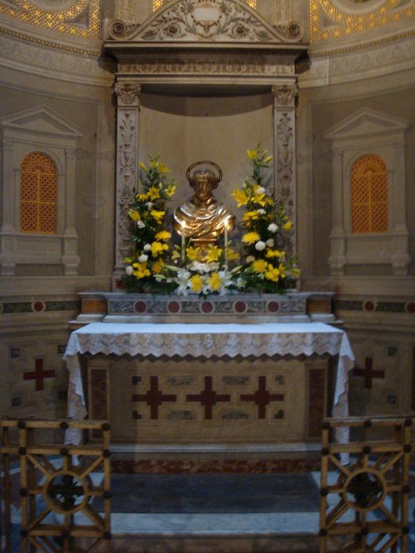 L'autel du Sacré Coeur accueillant les reliques de Saint Yves