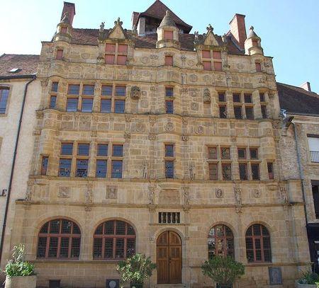 663px-Paray-le-Monial_-_Hotel_de_ville_1