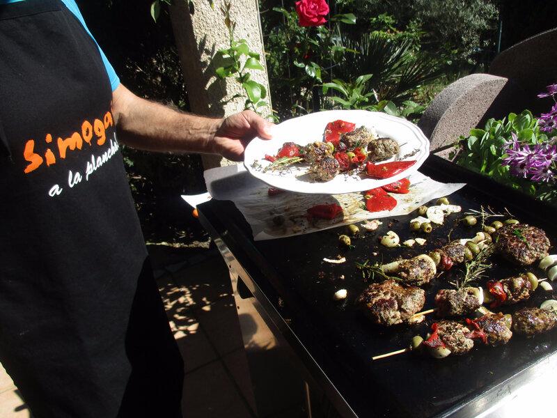 Brochettes de viande/ légumes