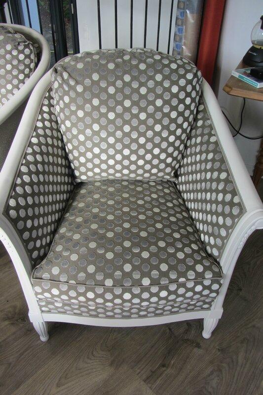 fauteuil tonneau retapissé côté sièges Bohars