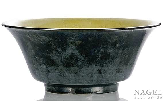 A fine and rare yellow and mirror-black-glazed porcelain bowl, China, Kangxi period