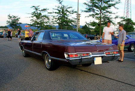 Dodge_monaco_brougham_4door_sedan_de_1969__Rencard_du_Burger_King_juillet_2010__02