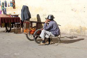 Vendeur d'oranges à la charette FES Maroc