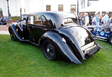 Lagonda_V12_saloon_de_1939_02