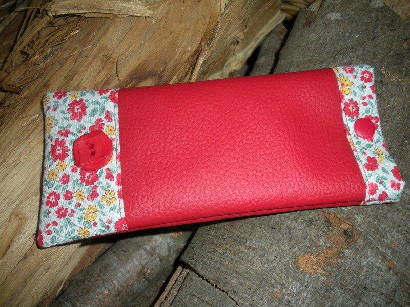 Etui rouge fleurettes (1)