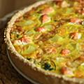 Tarte complète : fanes de radis, pomme de terre & saumon frais