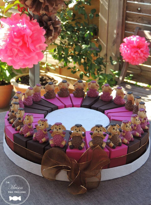 sujet enfant mouton thème animaux ferme part gateau dragées ballotin bapteme chocolat rose fuchsia