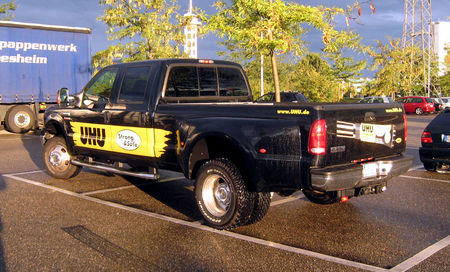 Ford_F_350_lariat_super_duty_de_2007__Rencard_de_Burger_King_septembre_2009__02
