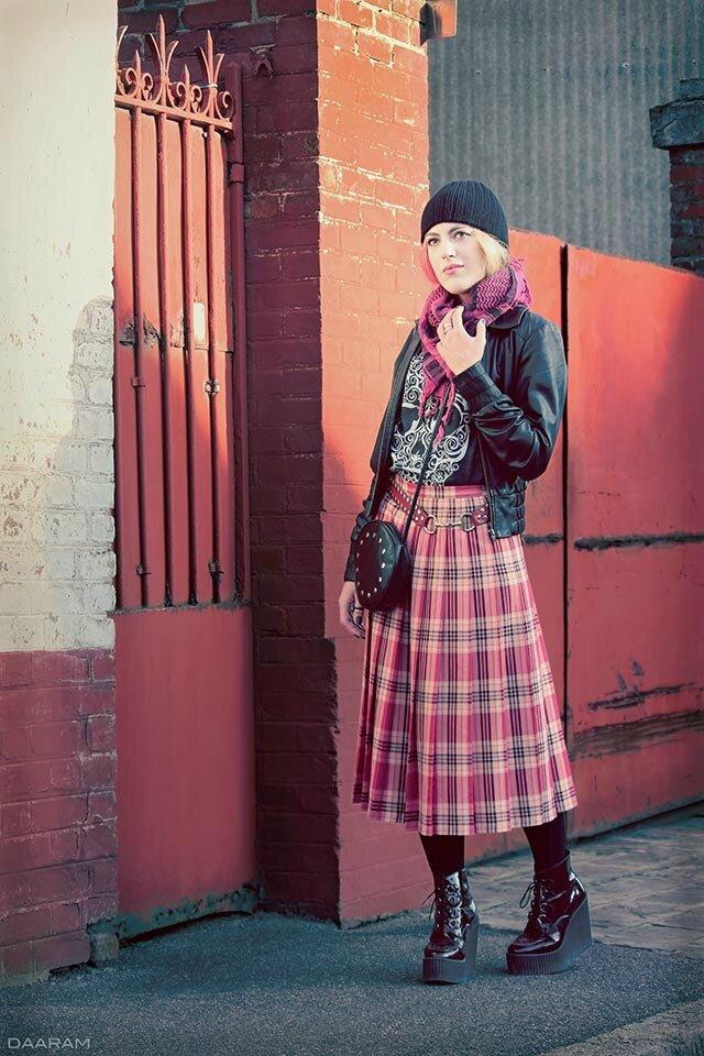 Polish-girl-Scottish-tartan_Daaram