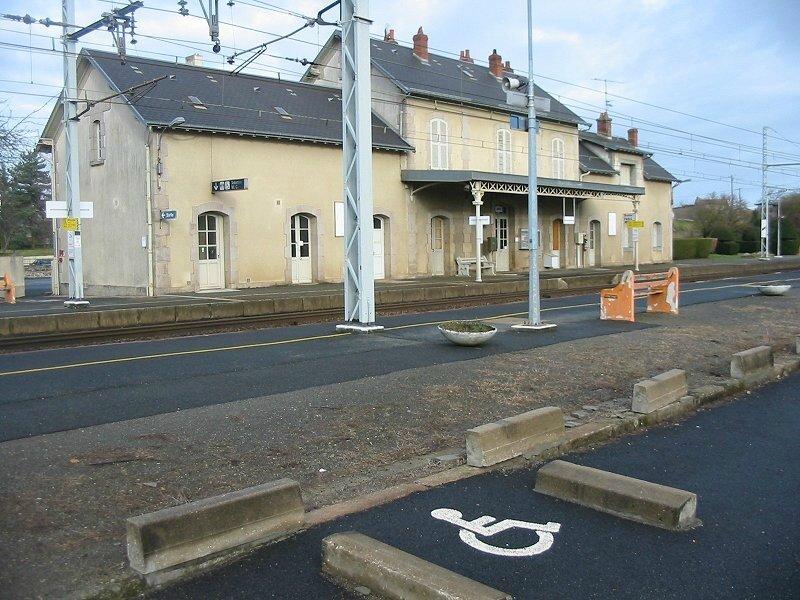 Défense de la gare de Saint-Sébastien et autres services publics