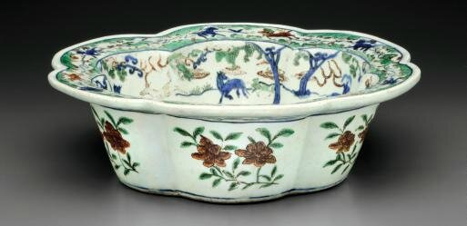 A rare wucai hexalobed basin, Wanli six-character mark in underglaze blue within a double circle and of the period (1573-1619)