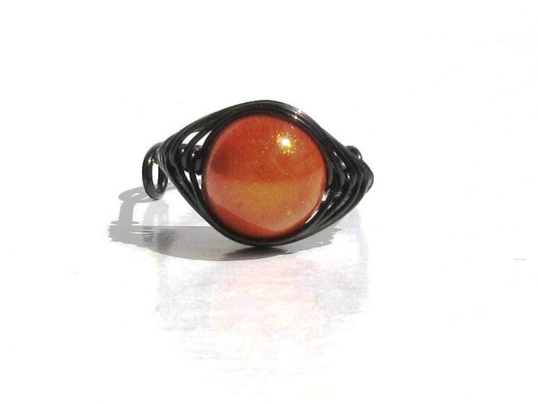bague wire noire perle orange face