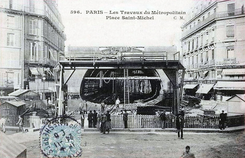 Paris_-_Les_travaux_du_Metropolitain_place_Saint-Michel