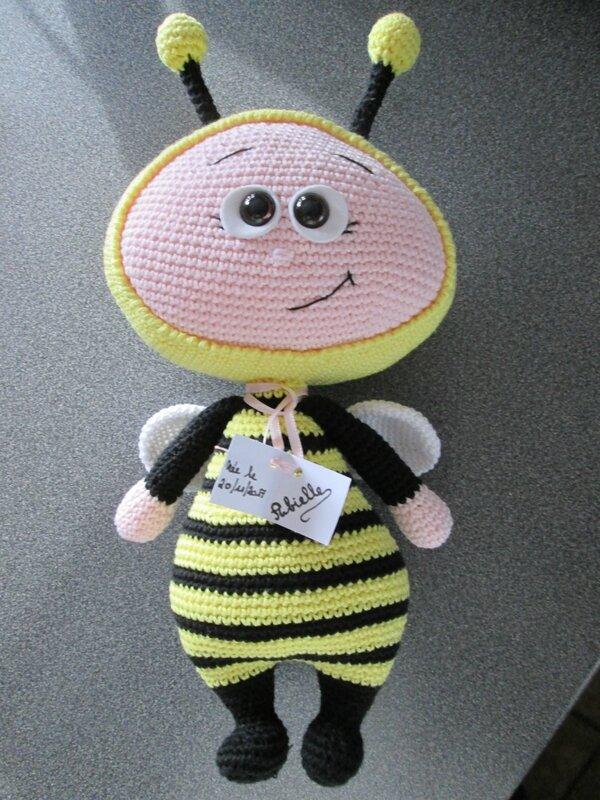 Bonnie abeille de face