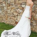 Robe de mariée avec traîne et bijoux mariage