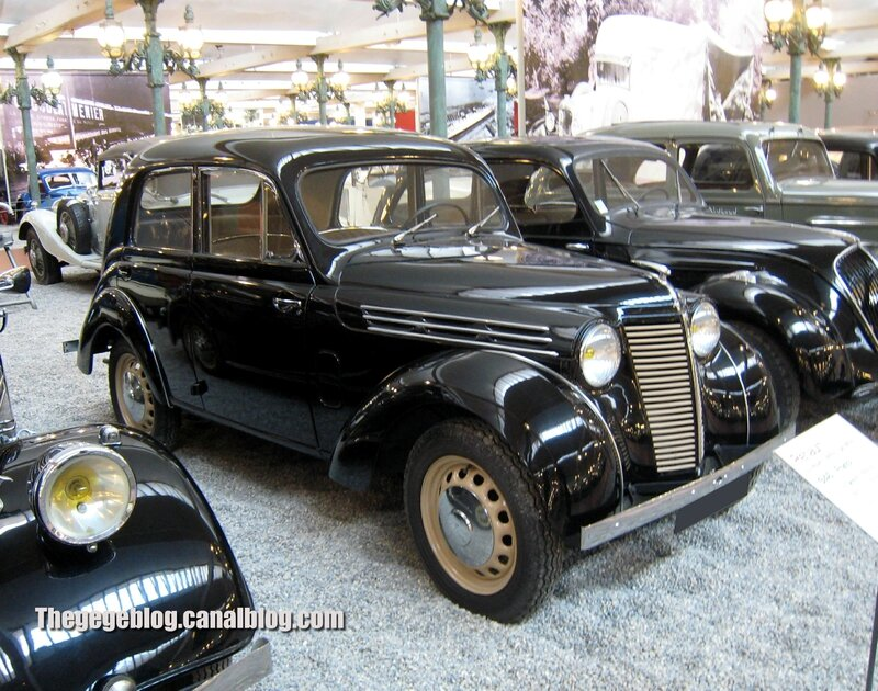 Renault juvaquatre berline de 1946 (Cité de l'Automobile Collection Schlumpf à Mulhouse) 01