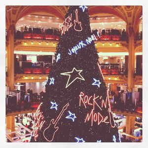 Sapin_Rock_n__Mode_des_Galeries_Lafayette