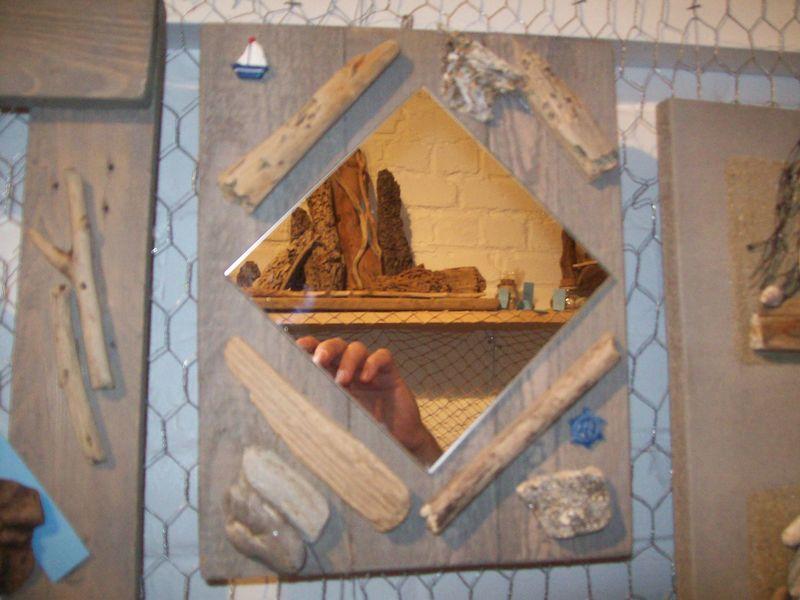 miroir avec deco bois flottes thierry doyen fabricant de luminaires en galets et bois flott s. Black Bedroom Furniture Sets. Home Design Ideas