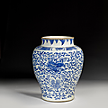 Grand vase en porcelaine bleu blanc, chine, transition, xviie siècle