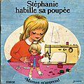 Stephanie habille sa poupée