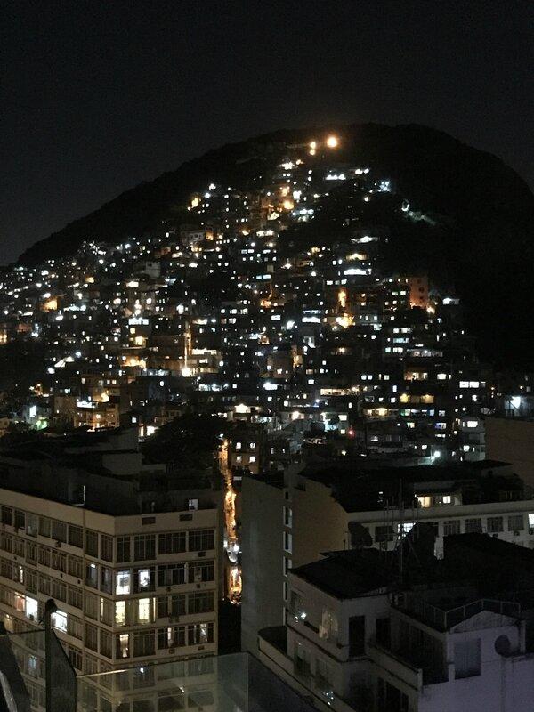 bresil favela nuit