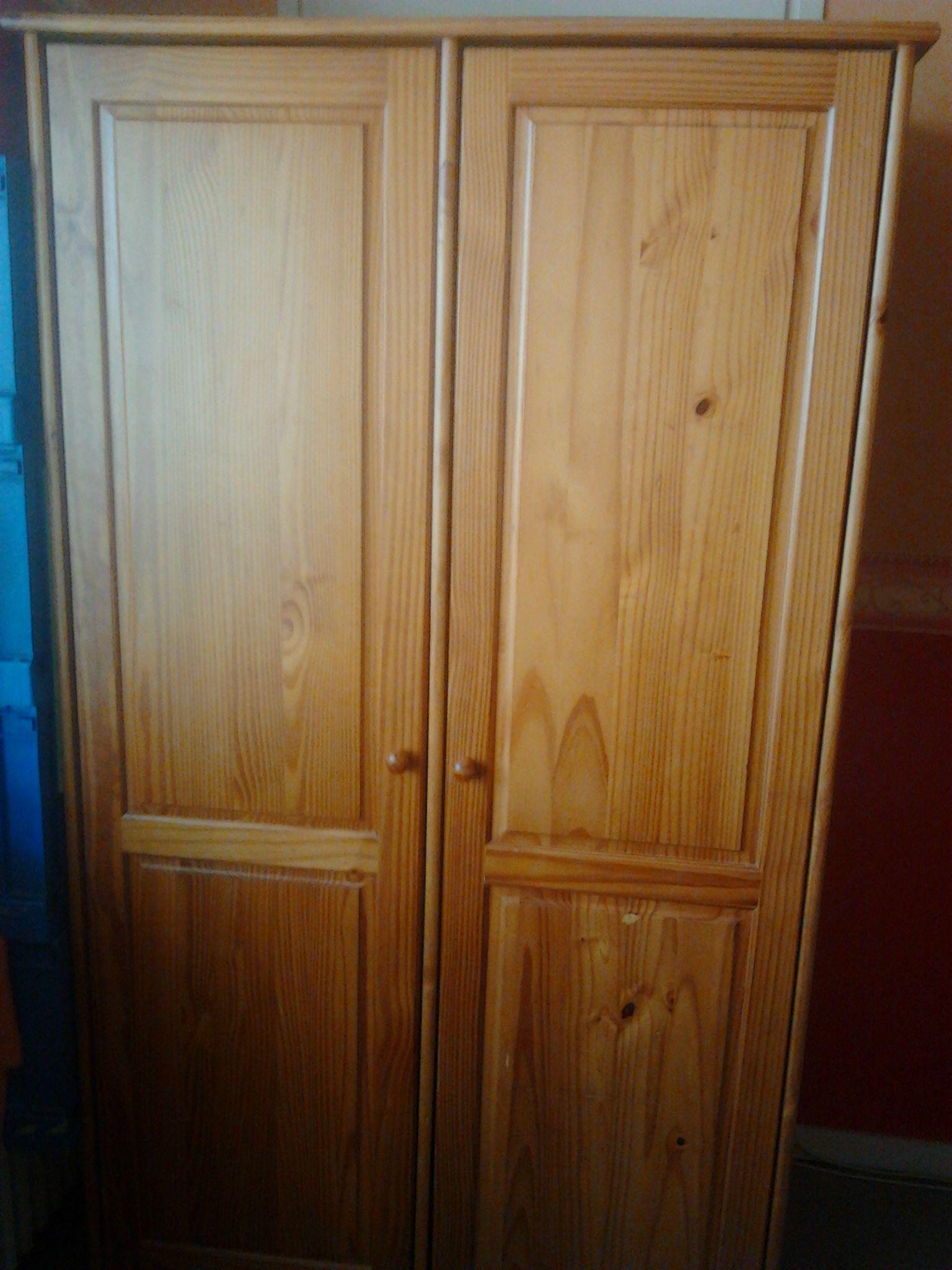 armoire deux portes en pin je change tout. Black Bedroom Furniture Sets. Home Design Ideas