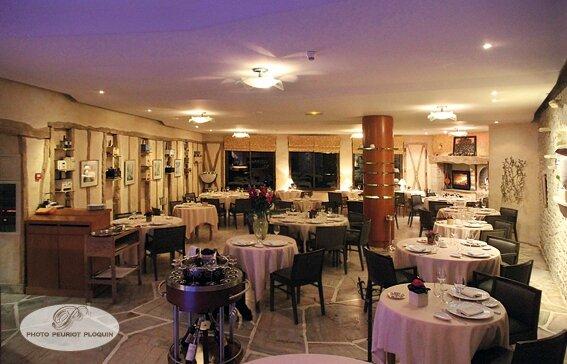 SAINT_FELIX_LAURAGAIS_Auberge_du_Poids_Public_la_salle_de_restaurant_