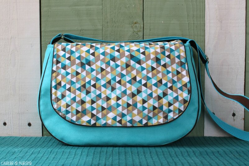 sac bleu triangle moutarde 1