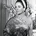 Juin 1964, Elizabeth Taylor à Paris, en sari d'or du maître Balenciaga © Jean Tesseyre
