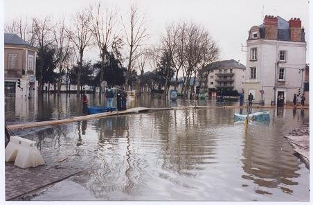 1995_01_30_inondation_place_Ney_Angers_25_
