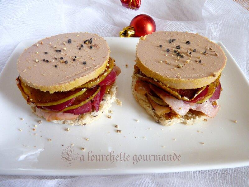 Mille-feuille de foie gras, magret fumé et pommes fondantes
