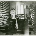 Salle d'archives du service de l'identité judiciaire de la Préfecture de Paris années 50