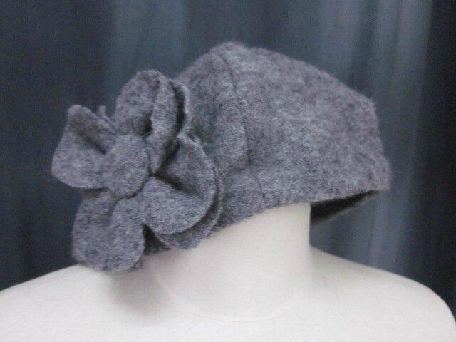 Chapeau AGATHE en laine bouillie gris moyen chiné avec fleur - Doublure coton uni noir - taille 58 (2)