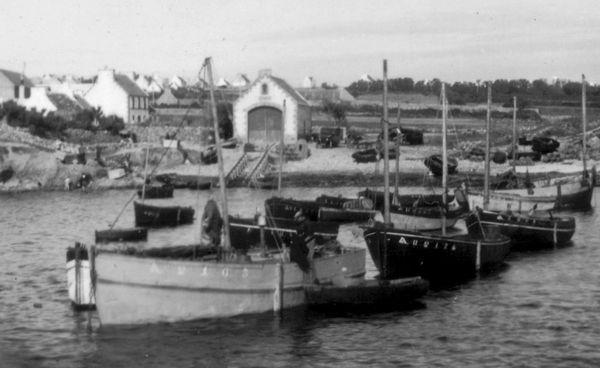 CH20 - Abri de sauvetage et le port du Loch Primelin en 1948