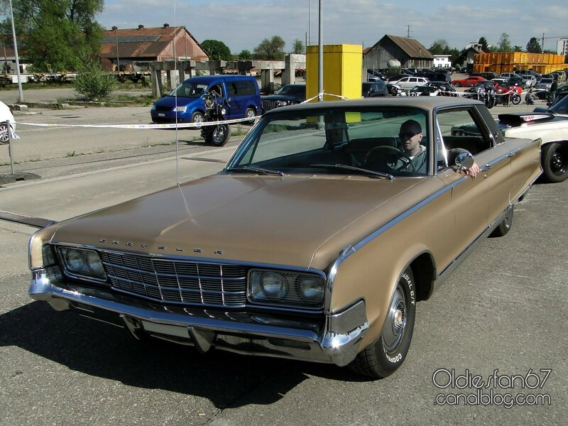 chrysler-new-yorker-sedan-1965-01